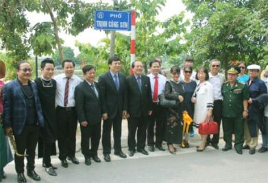 1111ha-noi-chinh-thuc-co-pho-nguyen-dinh-thi-va-trinh-cong-son