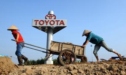 TO GO WITH Vietnam-economy-politics FOCU